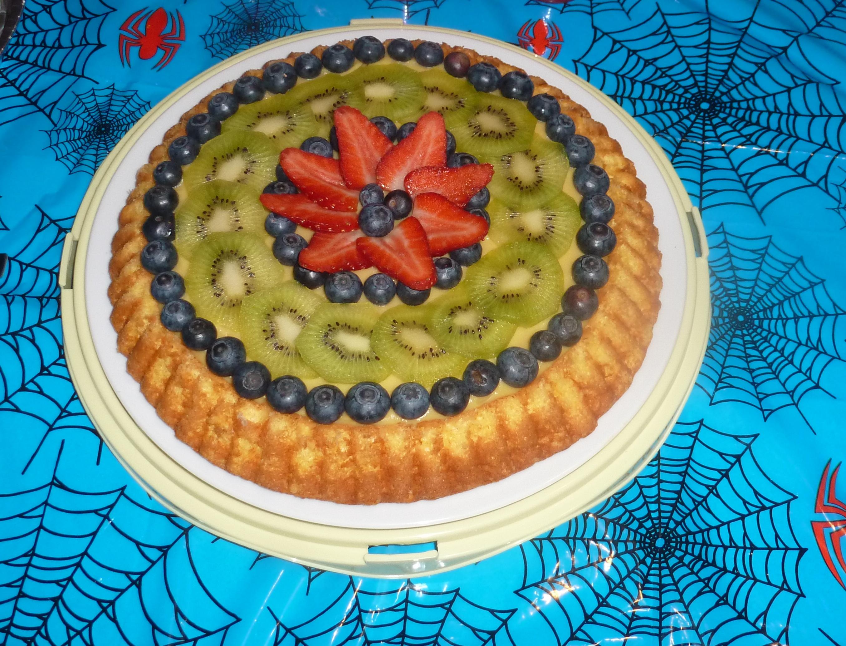 Torta con crema e frutta