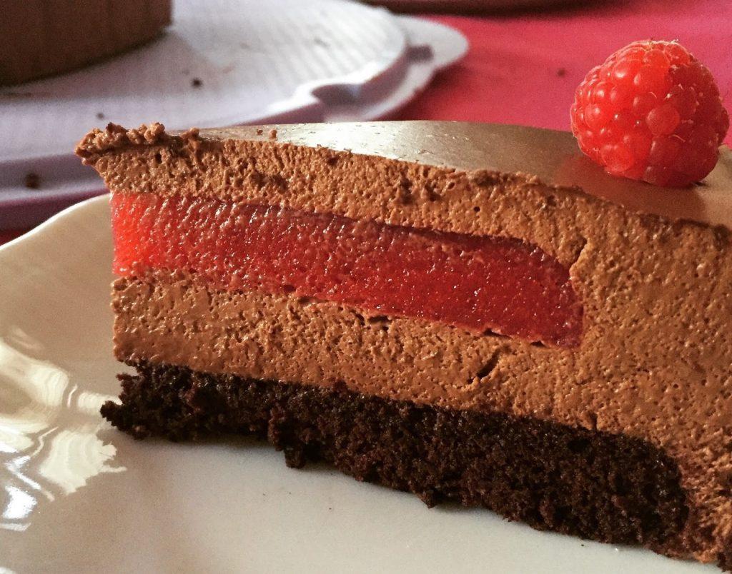 Torta mousse al cioccolato e gelèe di lamponi
